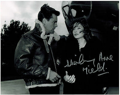 SHIRLEY ANNE FIELD Original Hand Signed 8x10 Autograph Photo War Lover