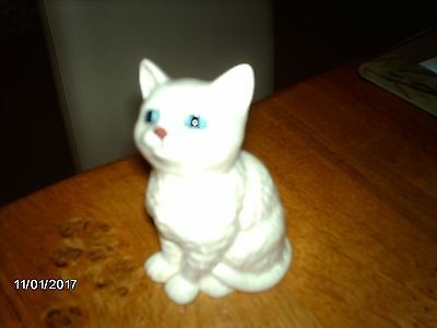 royal doulton white cat with stunning blue eyes.