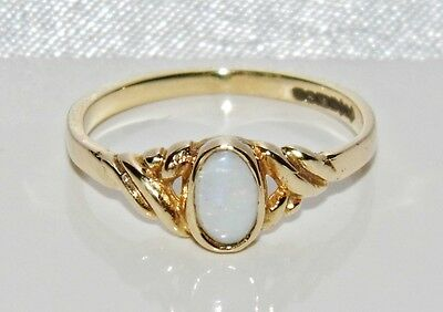 Vintage 9ct Yellow Gold Natural Opal Single Stone Ring - size J