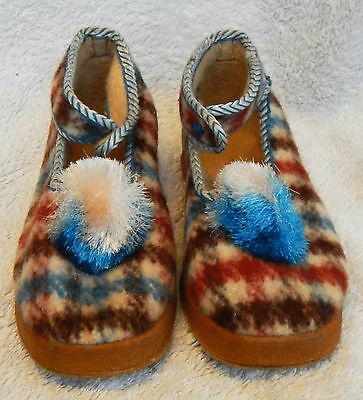 Pair of Vintage Child's Slippers - Wee Willie Winkie Style - Boxed. Size 10 UK