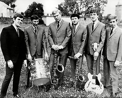 """Cliff Bennett and the rebel rousers10"""" x 8"""" Photograph NO 1"""