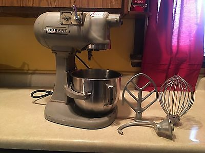 Hobart N50-60. 5 Quart Planetary Mixer.  Includes Bowl, Hook, Beater, and Whip.