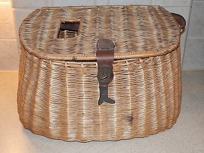 Vintage Fishing Equipment Creel Basket With Fish Hasp Nice!