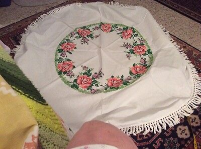 Vintage White Round Cotton Tablecloth With Pink Roses Prints.