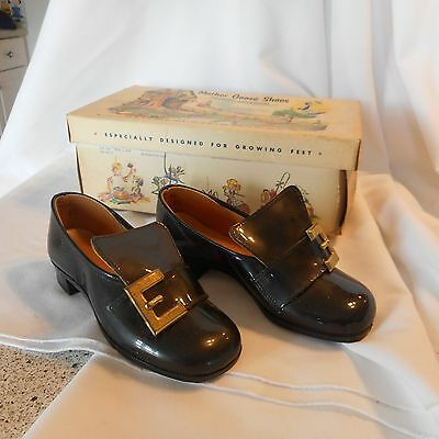 Vintage Child Buckle Shoes Man Made Materials Black size 8 1/2 Mother Goose (AT