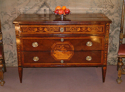 Italian, neo classical, 18th Century Walnut, marquetry Commode, C 1770.