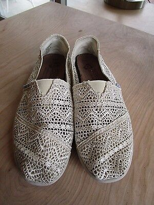 Bobs by Skechers Cream Lacy Ballet Flats Slip On Shoes Size Women's 8.5