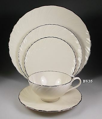Lenox Weatherly 5 Piece Place Setting - Settings -  Excellent!