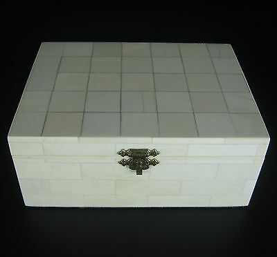 Alte Dose / Schmuckschatulle ummantelt mit Bein-Applikationen Bone Jewelry Box