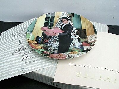 "Elvis Looking at a Legend #10 ""Christmas at Graceland"" Delphi Plate w/ Box COA"