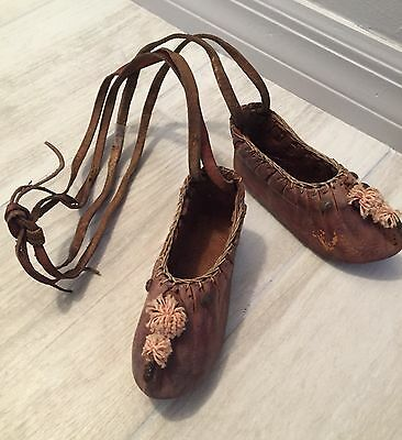 Primitive / Antique Hand Made Leather Tribal moccasin Shoes from THE AMERICAS