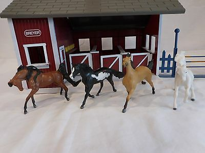 Breyer lot of 4 Horses and Stable barn with 4 stalls & doors that open