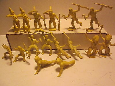 """VINTAGE '60s,MARX """"FORT APACHE""""WESTERN PLAYSET LOT/16 YELLOW INDIAN FIGURES 60MM"""