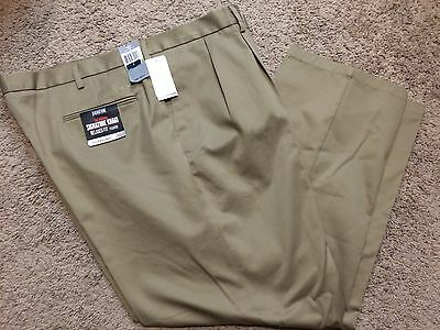 NWT Men Dockers Signature Khaki D4 Relaxed Fit Pleated Pants 30X32 $58