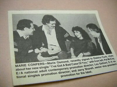 MARIE OSMOND chats with music execs Original 1982 music biz promo pic with text
