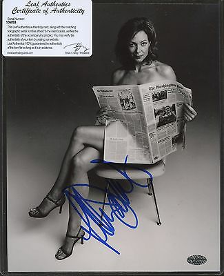 Allison Janney ( Newspaper ) Signed 8x10 Photo Leaf COA AUTO Autograph