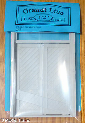 Grandt Line #3917 (1:24th Scale) Double Sheathed Door (Plastic Parts)