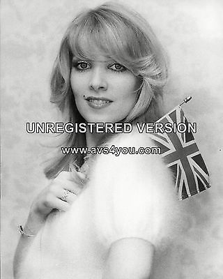 "LYNSEY DE PAUL 10"" x 8"" Photograph no 2"