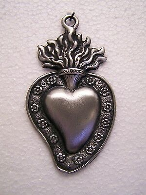 Tin/Silver Medium Sacred Heart with Flowers Milagro Ex Voto