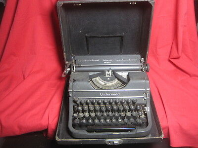 Vtg Underwood Universal Portable Manual Typewriter 1940s w/Case - PLEASE READ