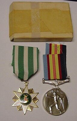 Vietnam Medal pair to Australian, 4720490T.H.Aunger with research.