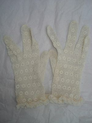 Vintage Child's Girl's Lacy Gloves Wedding or First Communion