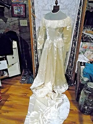 Vintage 1940s candlelight Satin Wedding gown - attached traincovered buttons loo