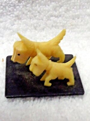 Scotty Scottie Dog White Plastic Figurines with Curled Paw Black Base