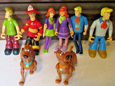 Lot of 8 SCOOBY DOO & friends Action Figures