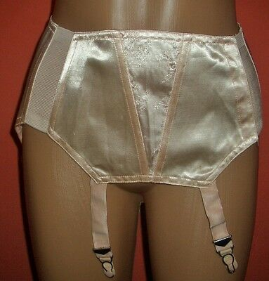 Edler Glanz Triumph Satin Strapsgürtel Gr. 70 Pin Up Girdle ungetragen (H479)