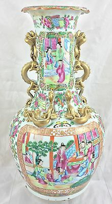 OUTSTANDING CHINESE 19th CENTURY CANTONESE FAMILLE ROSE VASE **** 26CM HIGH ****