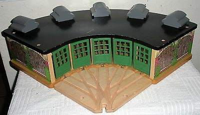 Retired THOMAS TRAIN WOODEN ROUNDHOUSE + 5-WAY SWITCH TRACK TIDMOUTH ENGINE SHED