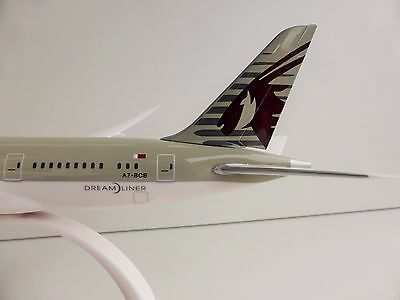 QATAR AIRWAYS Boeing 787-8 1/200 Herpa Snap Fit 610896 787 DREAMLINER Doha