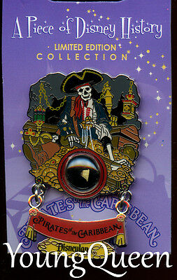 DLR A Piece of Disney History I Pirates of the Caribbean Skeleton Dangle Le Pin