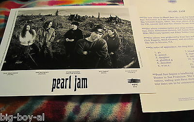 "Pearl Jam - Vs. - 1993 - 8"" X 10"" Photo - & Info Sheet & Lyrics To Vs.-- K @ @ L"