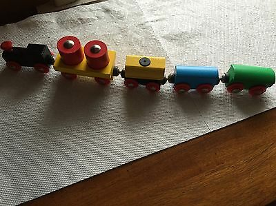 Brio Thomas Train-other compatible engine 7 piece  load cars