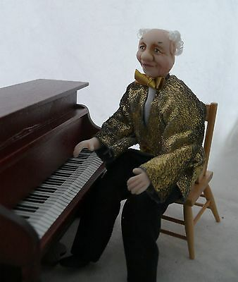 Dolls House Miniature Pianist 1-12TH Scale