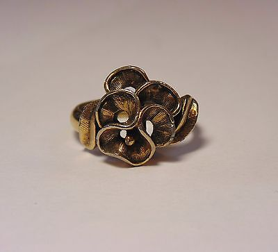 Vintage Signed Trifari Gold Tone Pansy Flower Ring Size 6 3/4 1960's