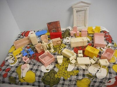 Vintage Plastic Marx Furniture 28pc Dollhouse Sister Father 2 Figures Door LOT
