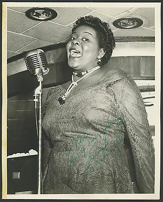 Dinah WASHINGTON (Jazz Vocalist): Signed Photograph