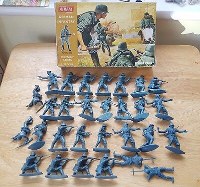 Airfix 1/32 WWII German Infantry Plastic Figures x29 1st Issue Brown Box