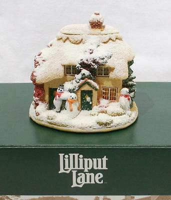 Beautiful Boxed Lilliput Lane Cottage - It's Ice to Make Friends L2540