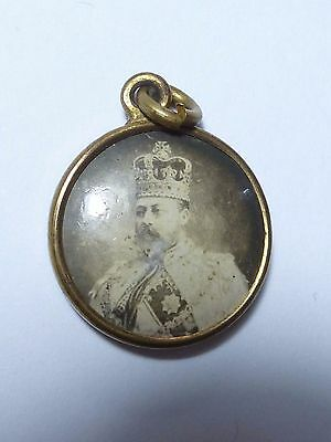 Antique King Edward VII & Queen Alexandra Pendant in Gold Tone Metal.