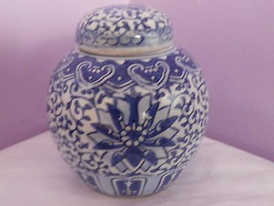 VINTAGE CHINESE BLUE & WHITE FLOWERS & LEAVES DESIGN GINGER JAR/POT 12.5cms tall