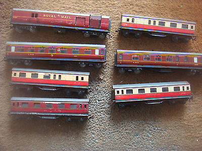 A Collection Of 7 Vintage Hornby Dublo Carriage's Rolling Stock