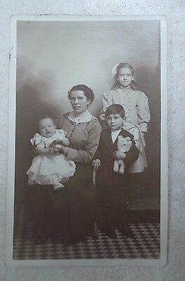 Postcard Rp C1910 -Family Photo, Mother, Children, Baby, Teddy Bear - Colchester