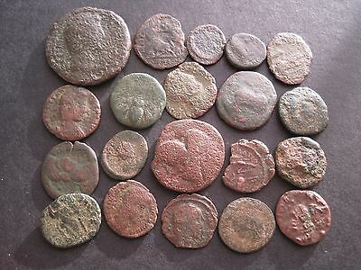 20 x ANCIENT ROMAN BRONZE COINS NOT IDENTIFIED -  AS PHOTOGRAPHED