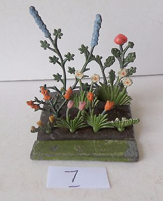 BRITAINS PRE-WAR PAINTED LEAD GARDEN No05 FLOWER BED+9 FLOWERS lot 7