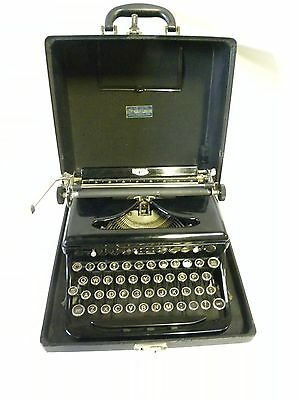 Vintage Antique Royal Manual Portable Typewriter Touch Control (A25)