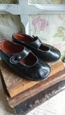 ADORABLE EVOCATIVE ANTIQUE FRENCH GIRLS OR DOLLS SHOES 1920s PETITE MIGNONS
